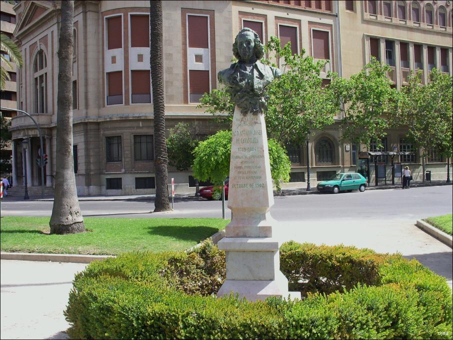 Estatua en memoria de Cavanilles en la Alameda de Valencia. Fuente: Jdiezarnal.com