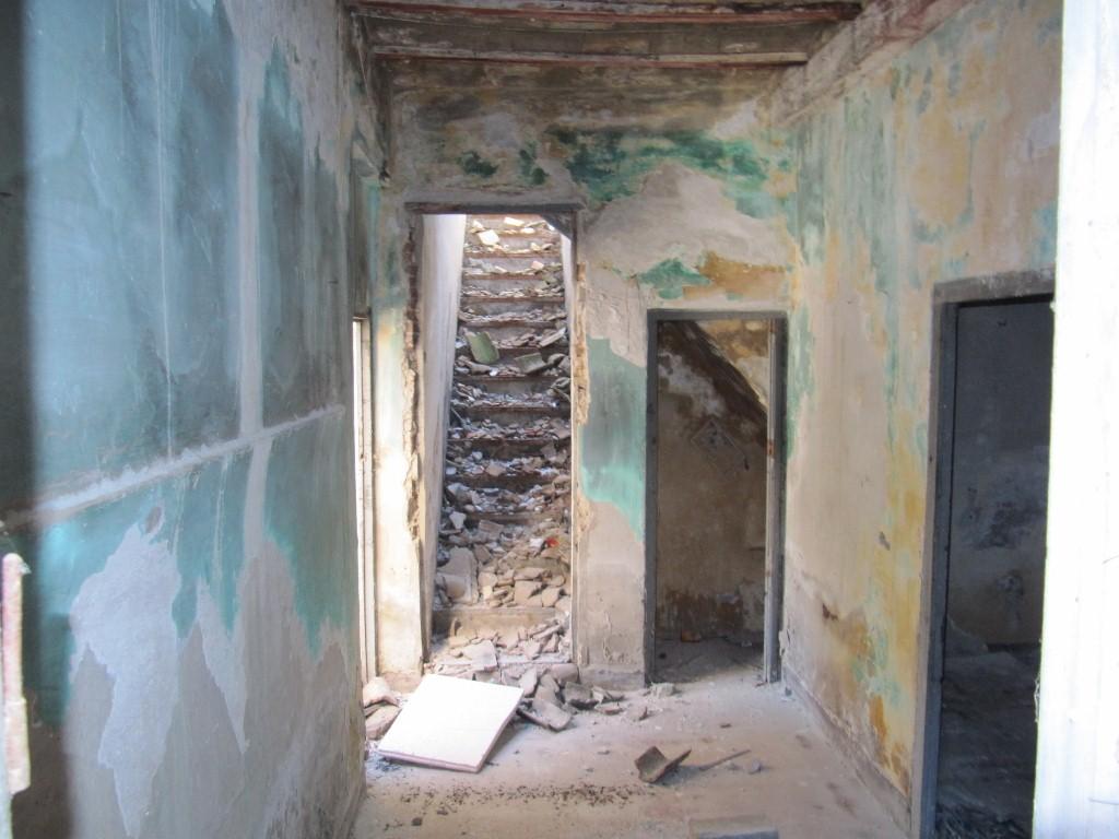 Imagen del lamentable estado interior. Fuente: http://loblitdelespai.blogspot.com.es/
