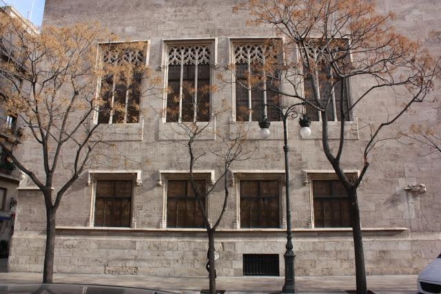 La misma fachada de la foto tomada en 1909.