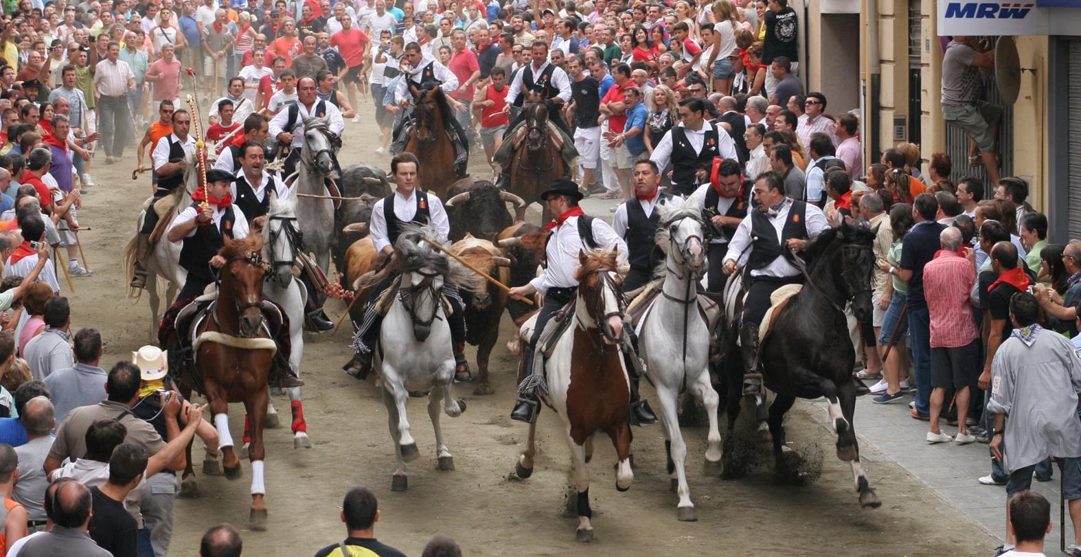 segorbe-entrada-toros-fiestas-pueblos-castellon-camping-monmar