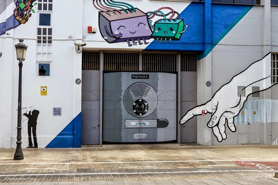 Parte de la fachada de Fermax en Valencia.