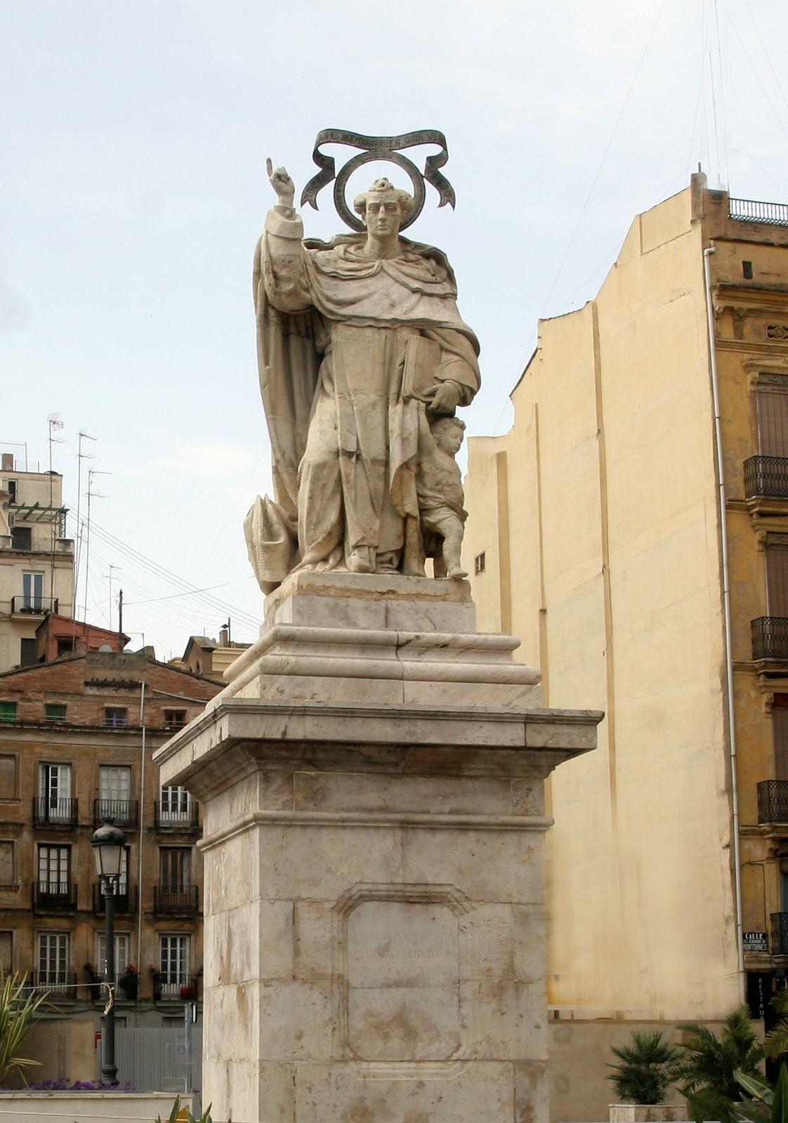 Escultura de San Vicente Ferrer en la antigua puerta de San Vicente, Valencia. Fuente: preguntasantoral.es