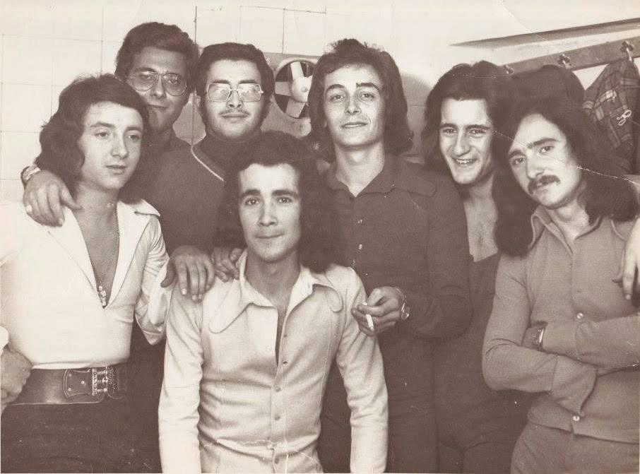 Juan Bau en el camerino de la Sala Bony de Torrent, un momento antes de la actuación (Año 1973-74).