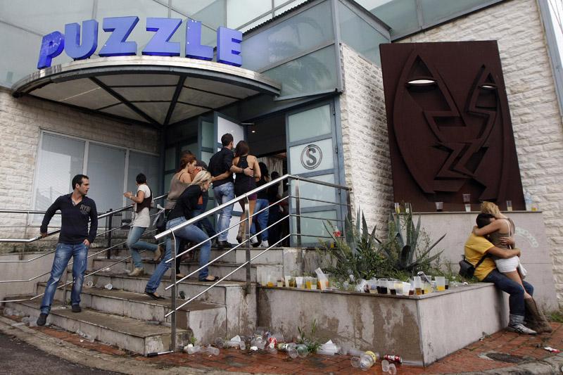 Foto de la última sesión de la discoteca Puzzle. La emblemática discoteca, una de las paradas en la ruta del bakalao, cerró ayer sus puertas tras un cuarto de siglo de actividad Autor:MARGA FERRER