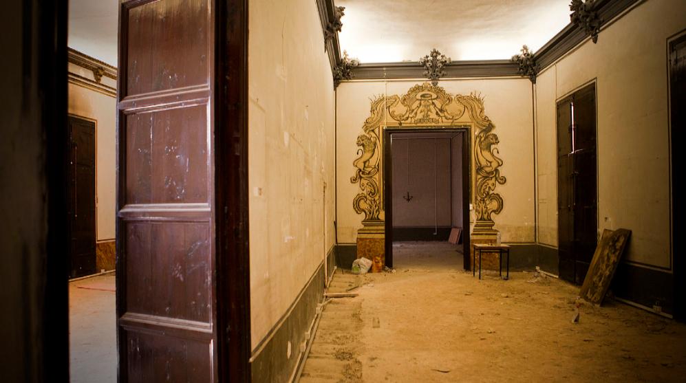 Estado interior de una de las estancias antes de las obras en 2014. Fuente: Elmundo.es