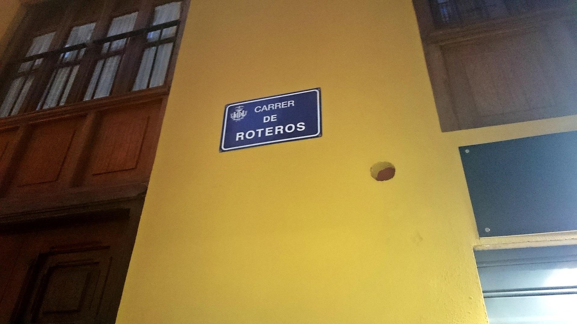 El horno se encuentra en la Calle Roteros.