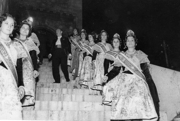 Fotos de la Crida ya en las Torres de Serranos. Año sin determinar, aunque parece ser 1966. Fuente: diariodeunapeineta.blogspot.com