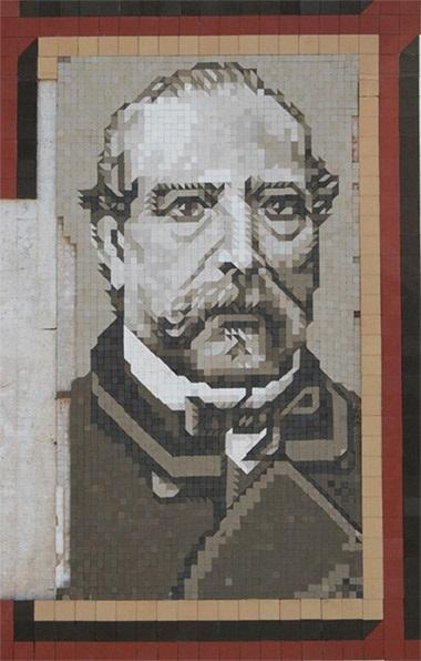 Retrato de Miguel Nolla, situado en la fachada del Palauet Nolla, realizado en mosaic. Fuente de la foto: Xavier Laumain