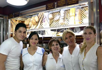 Trabajadores del Forn Pasticeria de Vicent Raimundo. Fuente: http://www.vicenteraimundo.es/