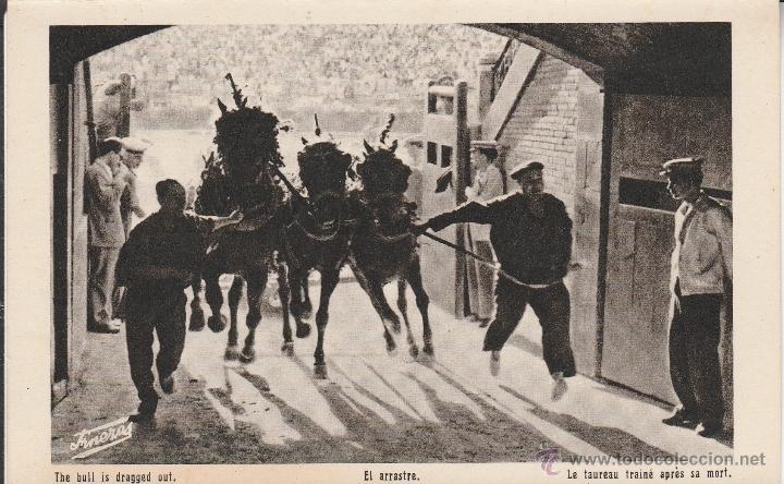 """Antigua postal realizada de foto de J. Durá Perez de la plaza de toros de Valencia con """"tiro y arrastre del toro""""."""