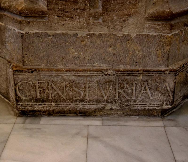 Detalle de la inscripción romana del basamento del pilar del lado de la epístola de la Catedral de Valencia. Fuente: http://catedralmedievaldevalencia.blogspot.com.es